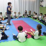 O Colégio Prudente possui uma sala com tratamento acústico de uso exclusivo para as aulas de Música e Expressão Corporal