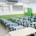 Todas as salas de aula do Fundamental ao Ensino Médio são dotadas de ar condicionado e Datashow