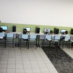 O Laboratório de Informática está equipado com 18 computadores utilizados diariamente